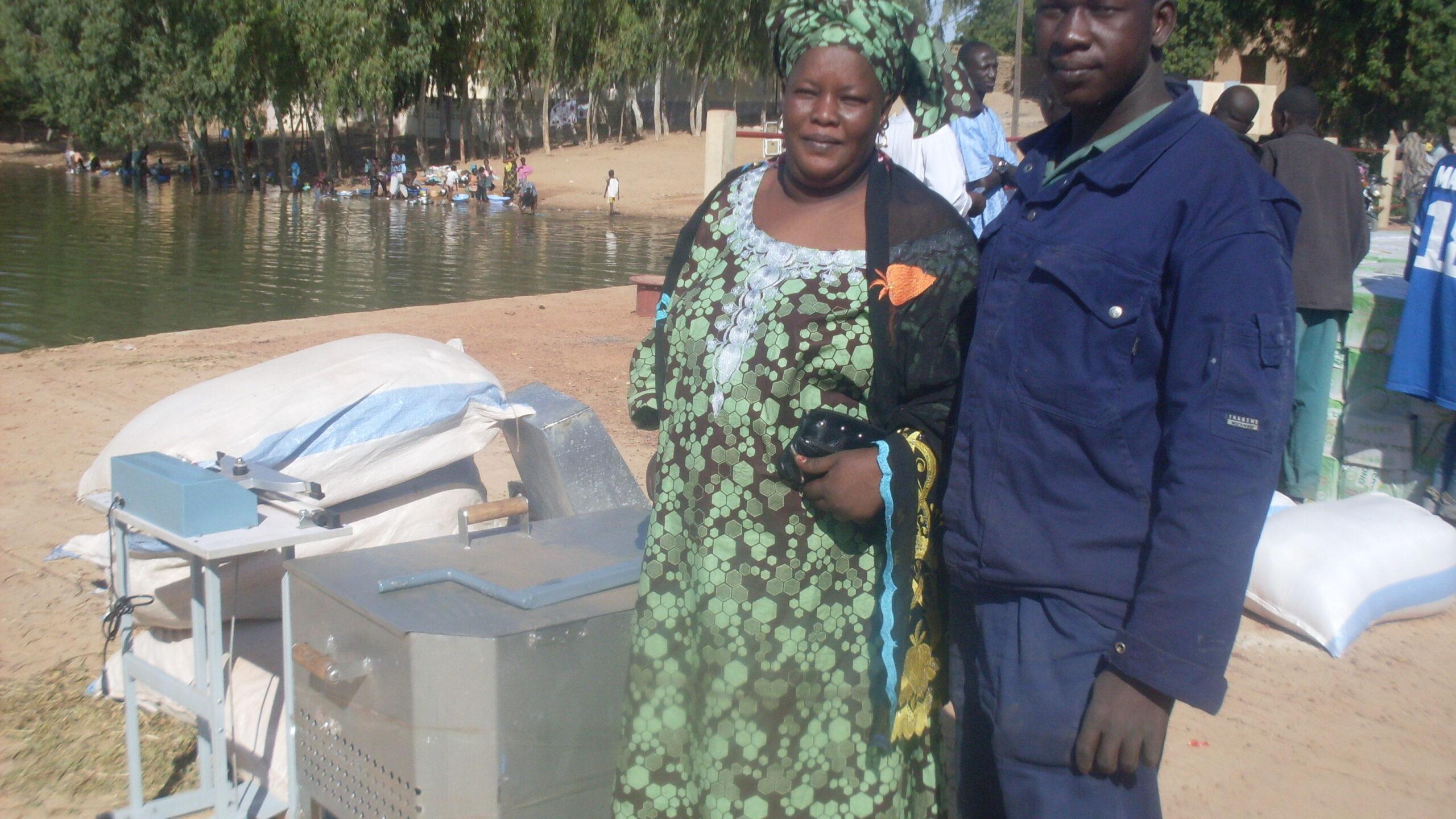 Réception Matériels par Présidente Unité Niafunké